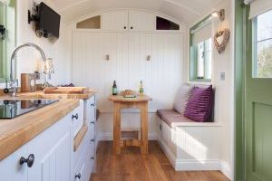 Old-Oaks-shepherd-hut-inside